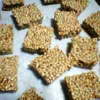 An Easy Snack: Sesame Crackers