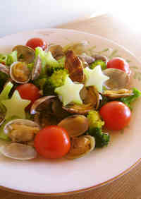 Manila Clams and Broccoli with Garlic Steamed in Sake