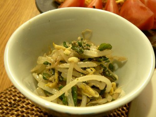Bean Sprout Namul in a Microwave Steaming Container