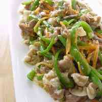 Green Pepper and Pork Stir-fry with Curry and Salt