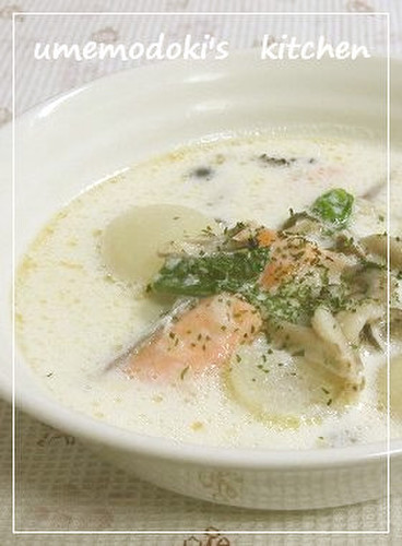 ✿Milk Soup with Salmon, Turnip, and Shimeji Mushrooms