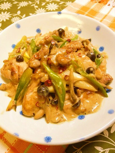 Chicken and Japanese Leek in Soy Sauce & Butter Milk Sauté