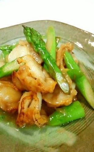 Stir Fried Baby Scallops and Asparagus with Butter and Soy Sauce