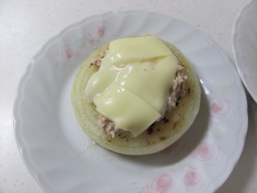 Baked Onion with Tuna and Cheese
