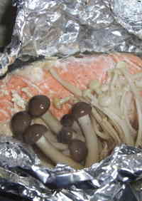 Easy Foil-Baked Salmon with Butter and Soy Sauce