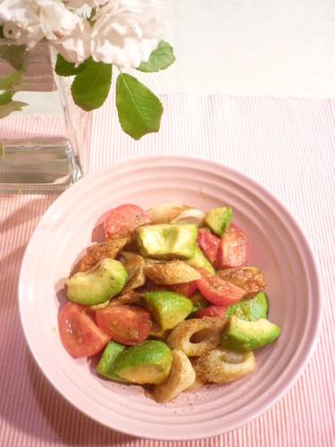Quick Chikuwa, Avocado, and Tomato Stir-fry