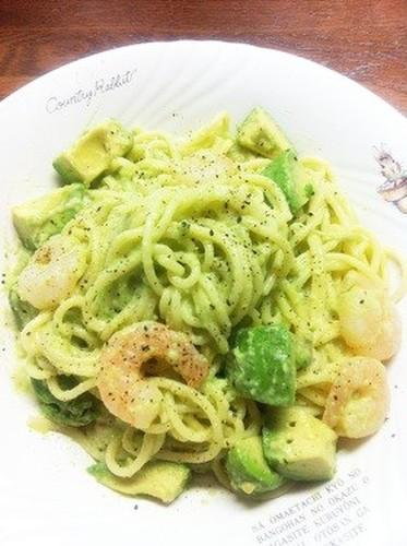 Creamy Pasta with Shrimp and Avocado