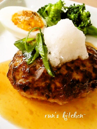Plump Japanese-style Hamburger Steaks with Grated Daikon Radish