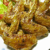 Rich Garlic Flavor Fried Chicken Wings in Sweet-Savory Sauce