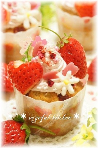 Strawberry-Decorated Cup Cakes - For Japanese Doll Festival