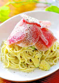 Cured Ham and Avocado Green Pasta