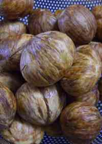 How to Peel the Outer Skin of Chestnuts (My Mother's Version)