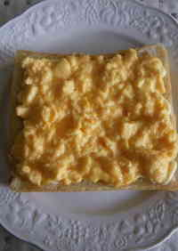 Creamy 1-minute Egg Toast in the Microwave