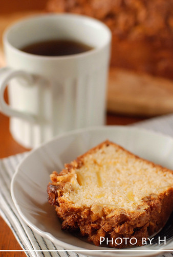 With Apples Cinnamon and Walnut Cake