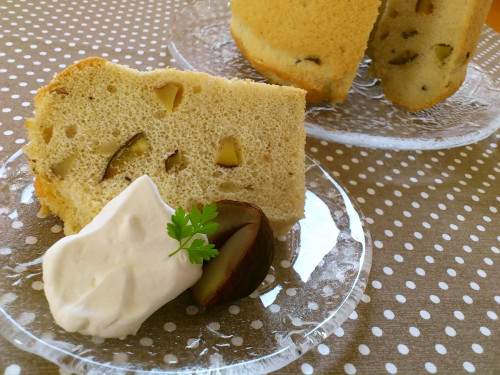 Chiffon Cake with Chestnuts Simmered in Their Inner Skins