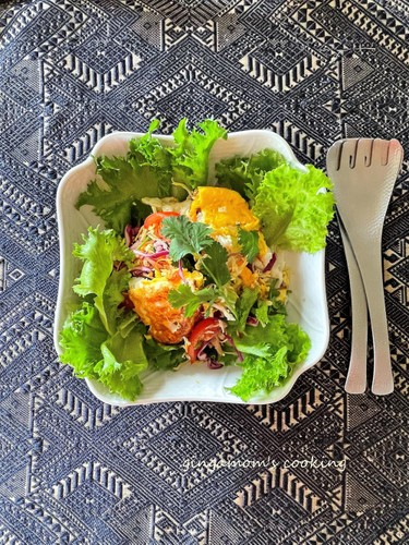 Thai-style Salad with Vegetables and a Sunny-side Up