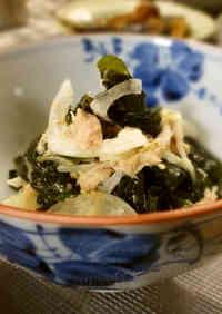 Wakame Seaweed, Onion and Tuna Salad with Mayonnaise