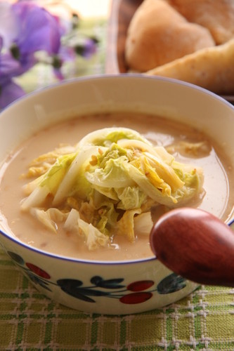 Warming Sesame Soy Milk Soup with Chinese Cabbage