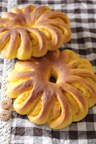 Flower Shaped Bread with Kabocha Squash Paste