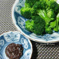 Broccoli in Sesame Vinegar Miso