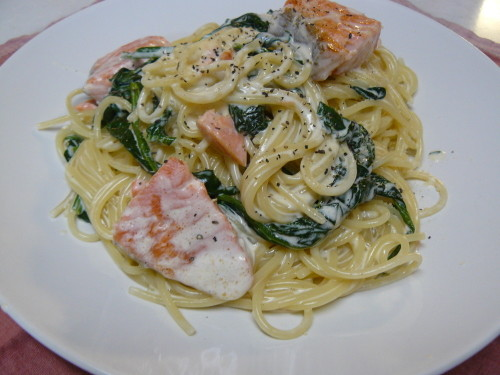 Spinach and Salmon Cream Pasta