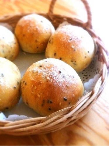 Everyday Soft Sesame Bread