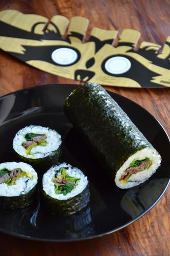 Popular with Boys! Futomaki Sushi Rolls with Yakiniku Beef - Good for Picnics