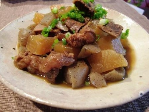 Meltingly Tender Beef Tendons and Daikon Radish