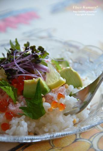 Cafe-style Chirashi Sushi Using Crab, Avocado, and Ikura