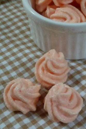 Simple & Cute Sakura-Coloured Meringue Cookies