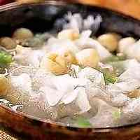 [Herbal Medicinal Recipe] Sweet Dried White Wood Ear Mushrooms and Snow Pears in Sugar Water For Even-toned Skin