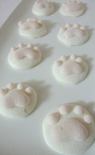 Plain and Sakura Cat Paw Marshmallows