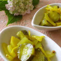 Easy and Colorful Yellow Cucumber and Onion Pickles