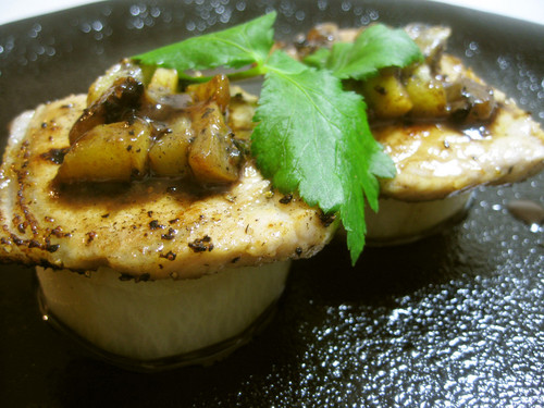 Simmered Daikon Radish and Grilled Kiwi-Marinated Pork