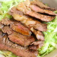 Umami-Filled but Inexpensive Beef Steak Bowl