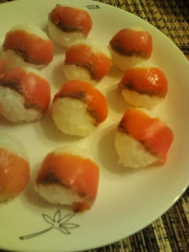 Simple Smoked Salmon Temari Sushi