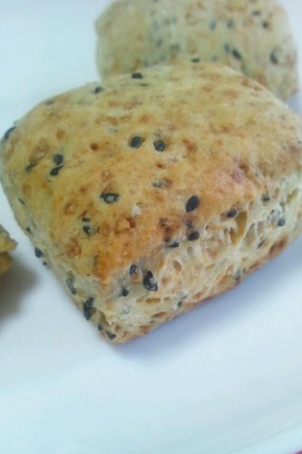 Rustic and Fragrant Wholewheat Black Sesame Seed Scones