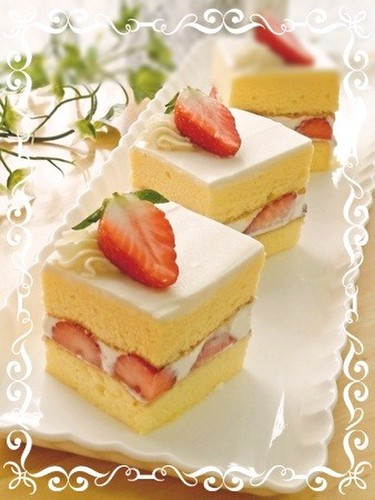 Simple Shortcake Made With Chiffon Cake