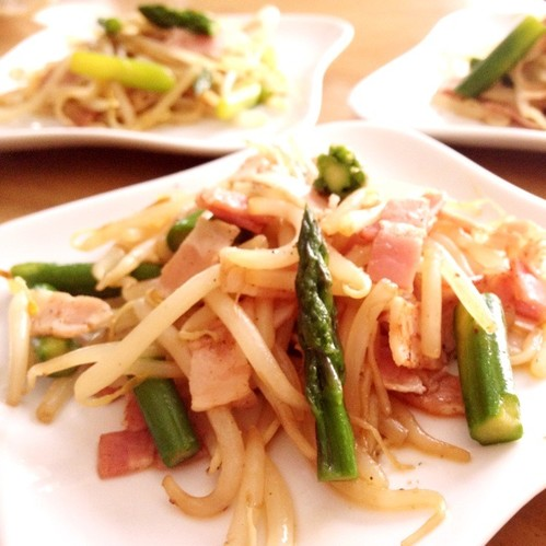 Stir Fried Asparagus, Bacon, and Bean Sprouts