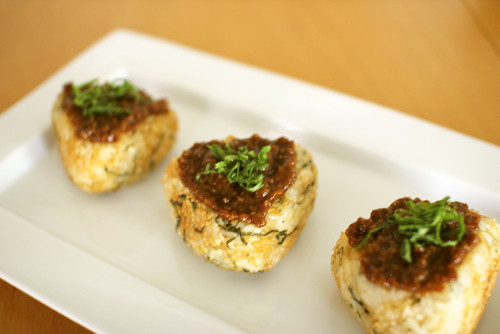 Super Easy! Soy Sauce Malt and Shiso Yaki-Onigiri (Grilled Rice Balls)