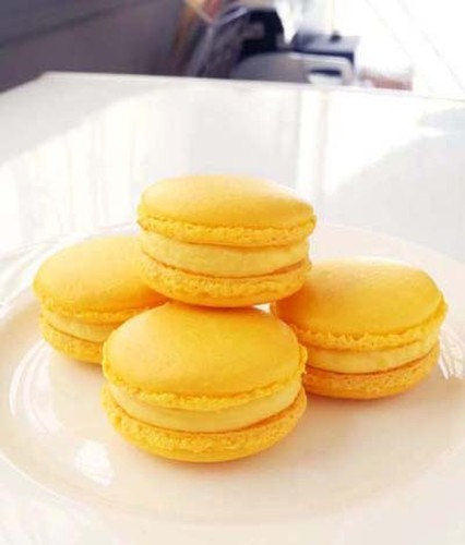Lemon Macarons with Italian Meringue
