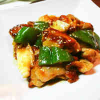 Tangy Stir-fried Chicken Thigh Meat and Green Peppers