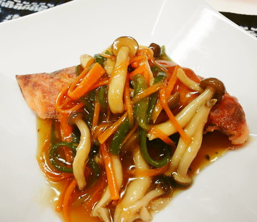 Refreshing Salmon with Thick Gingery Sauce