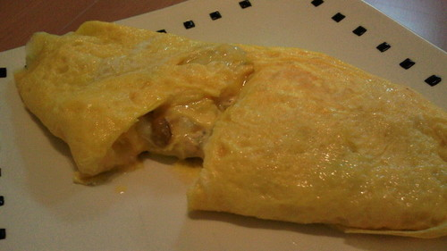 Omelet Filled with Natto, Tuna and Mayonnaise