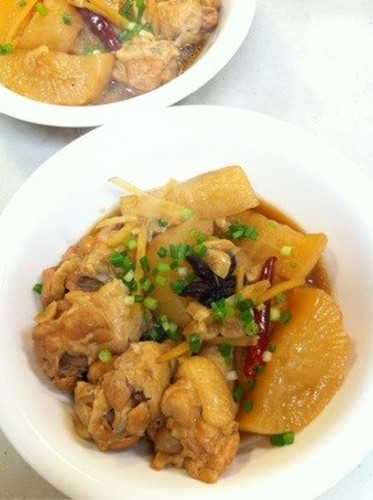 Chinese-style Braised Chicken Drumettes with Daikon Radish and Star Anise