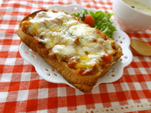 Toast With Meat Sauce