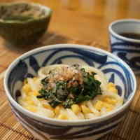 Mulukhiya Chilled Udon with Tempura Crumbs