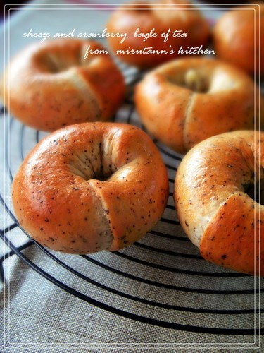 Black Tea Bagels with Cranberry and Cream Cheese