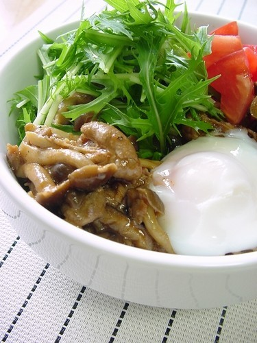 Sweet and Spicy Mushroom and Pork Rice Bowl