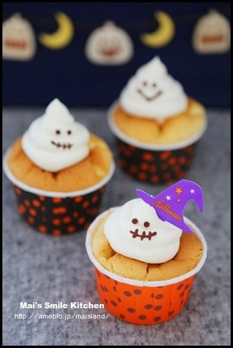 Turn Your Cupcakes into Little Ghosts for Halloween